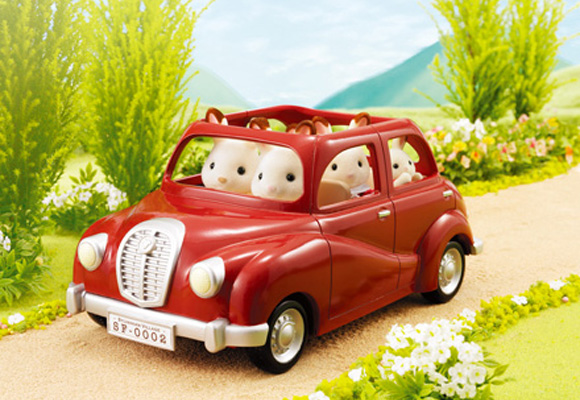 https://www.sylvanianfamilies.com/assets/includes_gl/img/catalog/connect/sylvanian/familycar.jpg