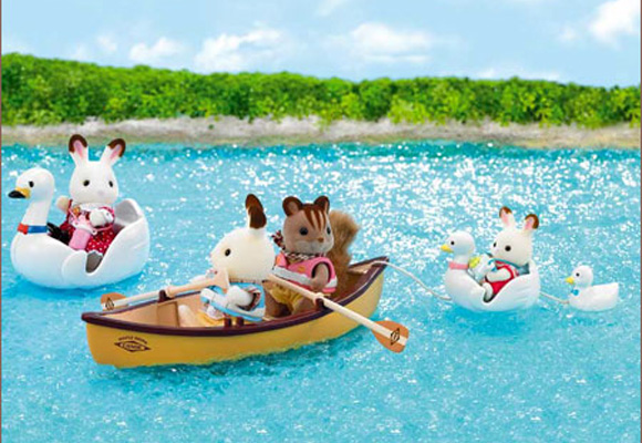 https://www.sylvanianfamilies.com/assets/includes_gl/img/catalog/connect/sylvanian/swanboat_canoes.jpg