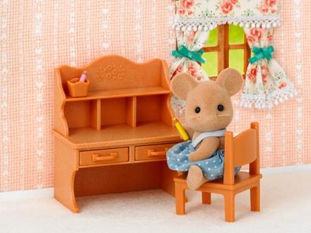 Sesutė pelytė ir mokyklinis stalas - 4