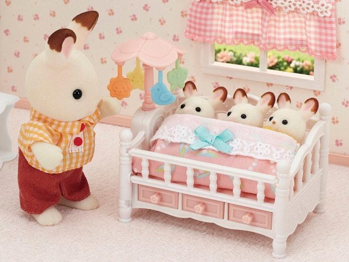 Le lit de bébé et mobile - 8